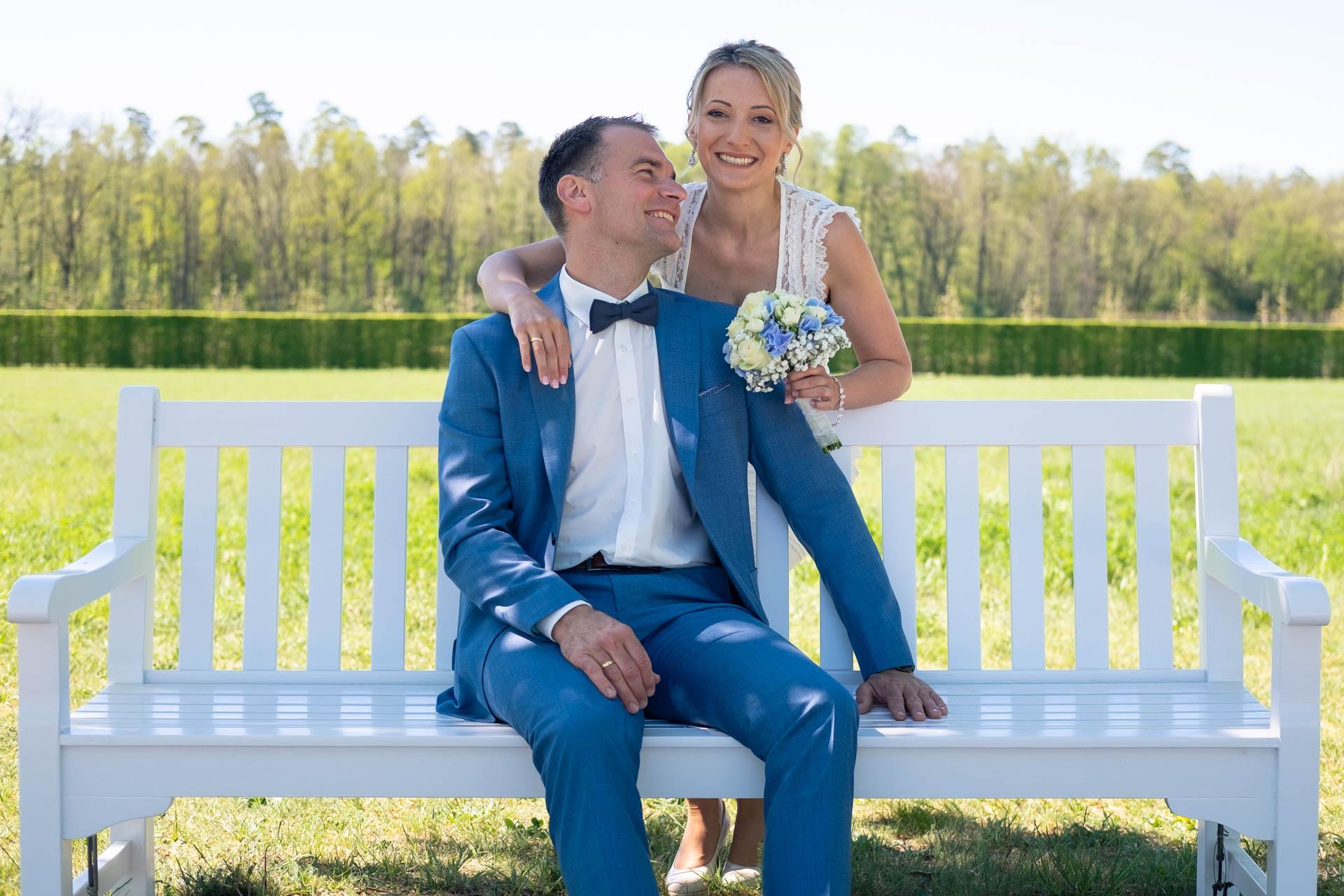 Hochzeitsbilder mit weißer Bank