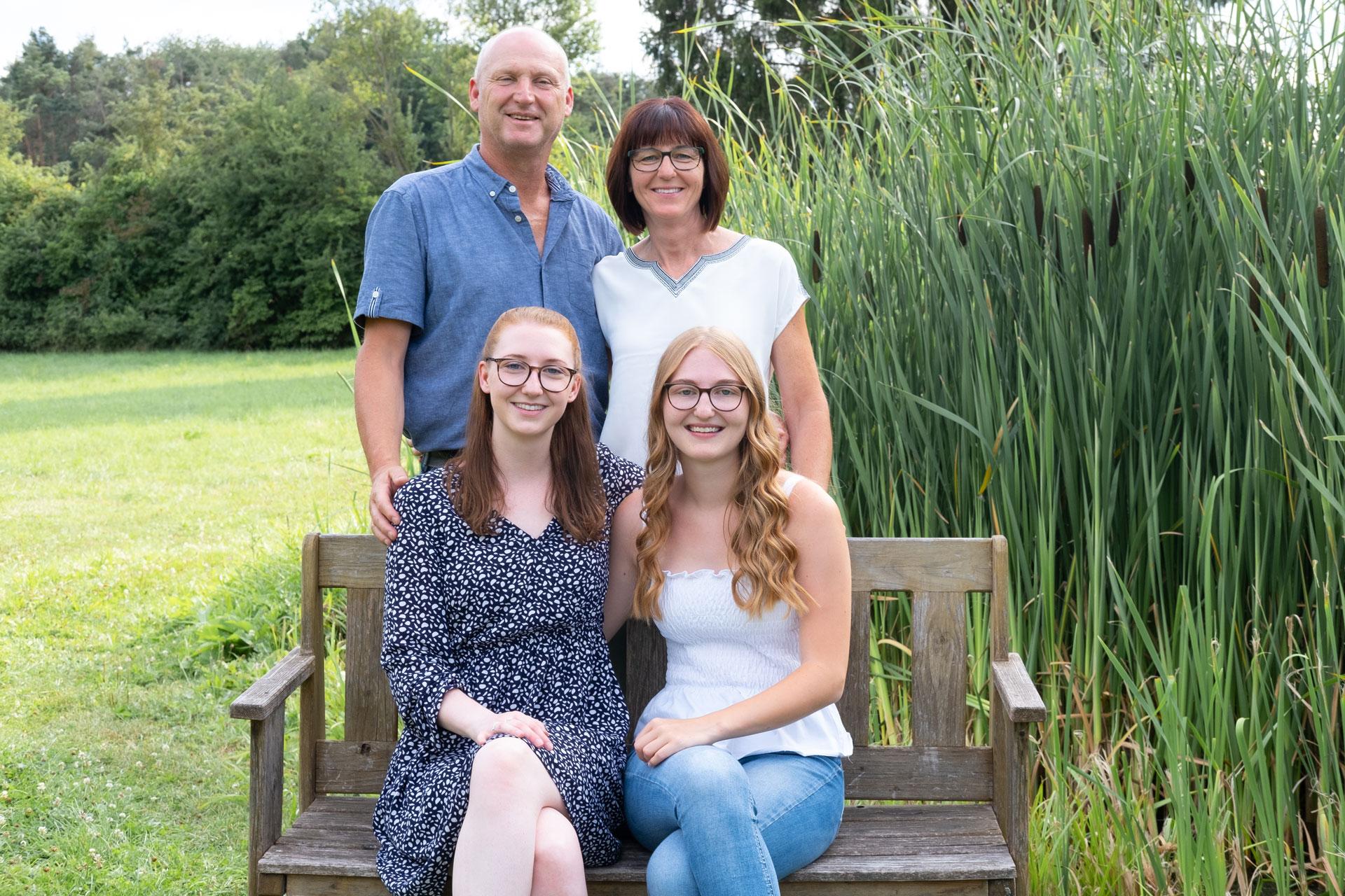 Familienbilder im Grünen und mit einer Bank Bamberg